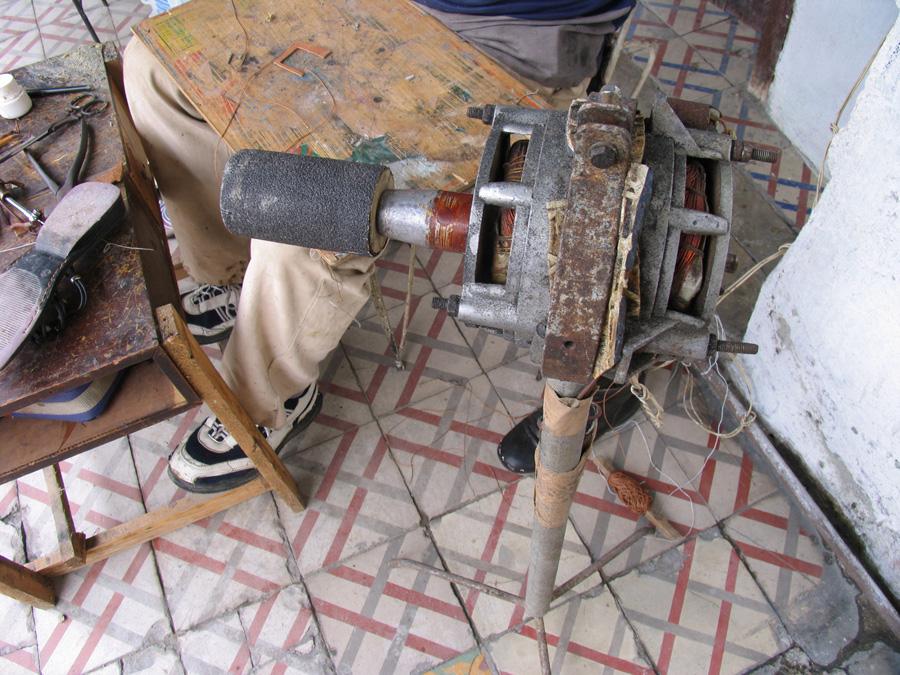 Inventos cubanos Motor-aurika-uso-de-zapatero